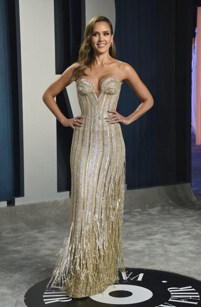Актриса Джессика Альба на Vanity Fair Oscar Party.. 9 февраля 2020 года
