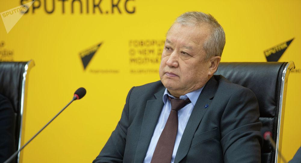 Директор Агентства гражданской авиации при Министерстве транспорта и дорог Курманбек Акышев. Архивное фото