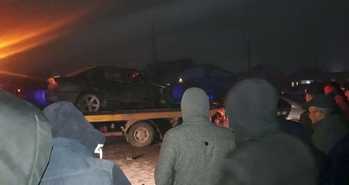 Последствия ДТП в жилмассиве Ак-Ордо, где погибли четыре человека
