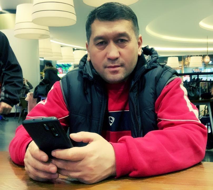 Продавец одежды на рынке Дордой Темиркул Багышбеков