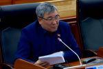 Депутат Рыскелди Момбеков вице-премьерлик кызматка сунушталган Акрам Мадумаровду сындап, кесипкөйлүгүнөн шек санады.