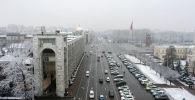 Вид на площадь Ала-Тоо с высоты во время снегопада в Бишкеке. Архивное фото