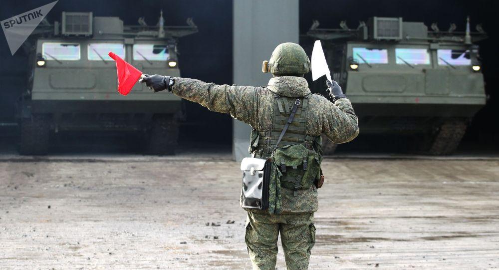 Военнослужащий во время тактических учений бригады войсковой ПВО. Архивное фото
