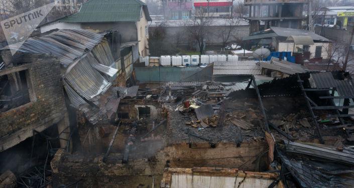 Последствия пожара на складе горюче-смазочных материалов в Бишкеке