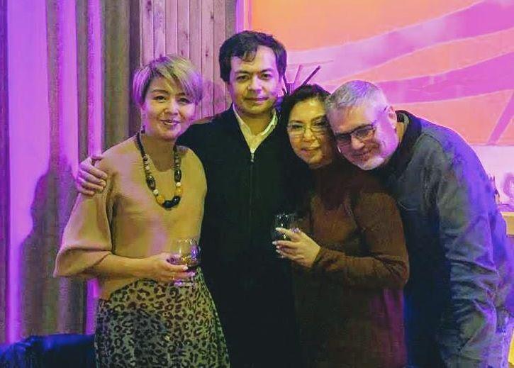 Актриса, народная артистка Кыргызстана и Казахстана Айтурган Темирова с мужем и детьми