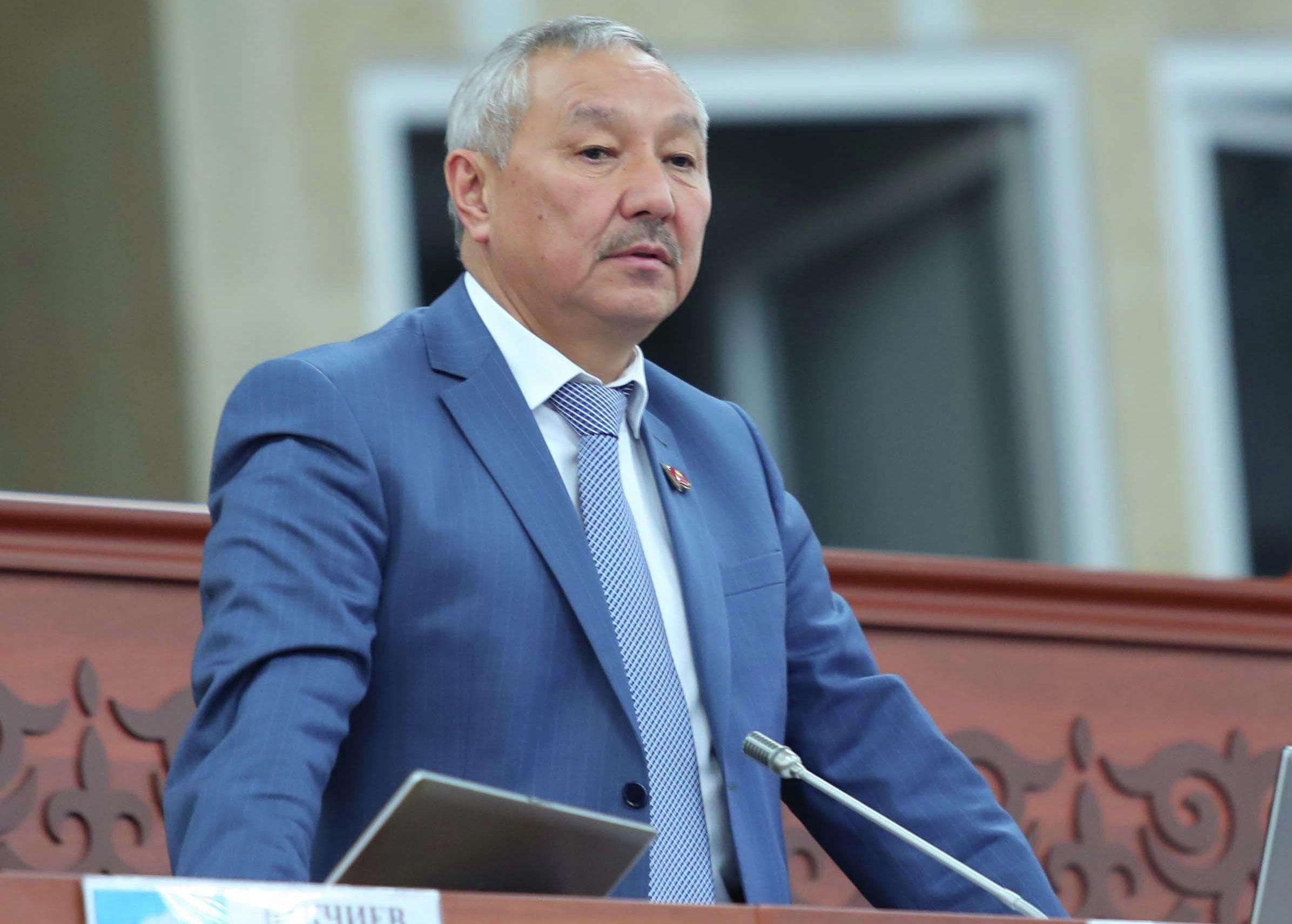 Депутат Жогорку Кенеша Бактыбек Турусбеков на заседании