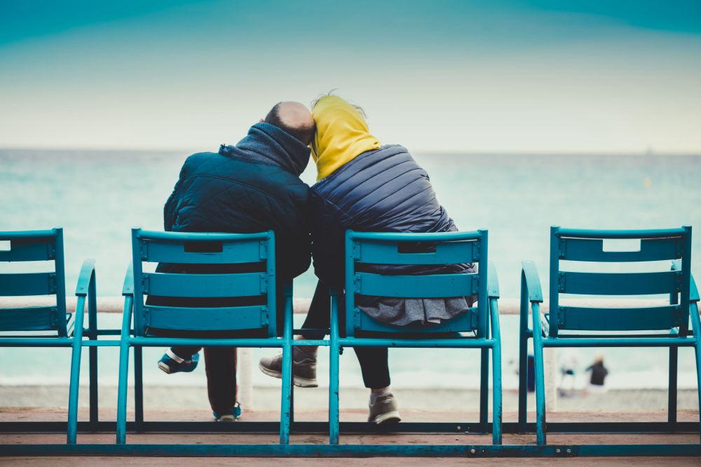 Снимок Только ты и шум прибоя фотографа из Франции. Автор работы указал, что сделает сюрприз для своей жены на 20-летие их любви.