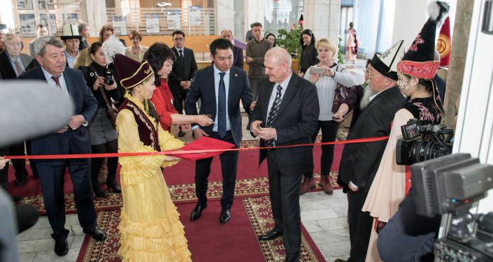 Директор библиотеки выразила уверенность, что подписание меморандума будет способствовать диалогу культур между двумя странами.