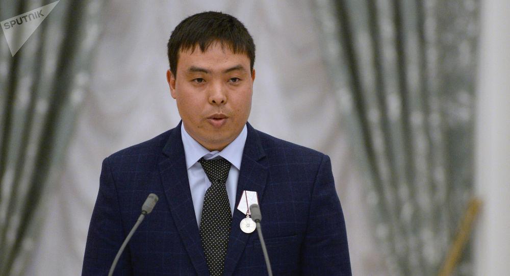 Гражданин Кыргызстана Марат Исаев, спасший упавшую на рельсы москвичку от наезда поезда. Архивное фото