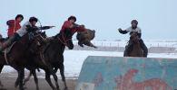 В минувшую субботу в селе Казыбек Ат-Башинского района Нарынской области собралось много народа. Там провели конноспортивные игры.