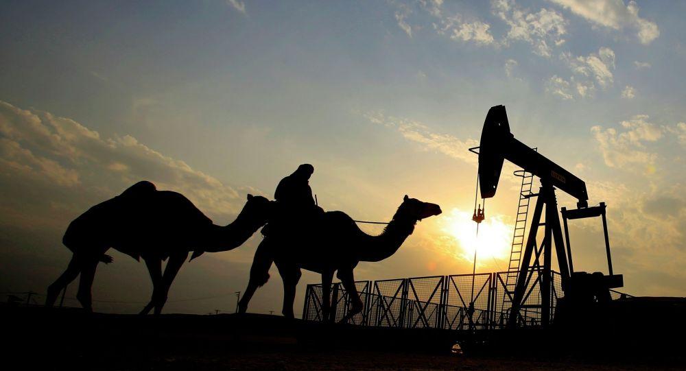 Бахрейнде нефтти өндүрүү. Архивдик сүрөт
