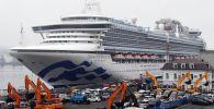 Круизный лайнер Diamond Princess (Бриллиантовая принцесса) в порту Владивостока