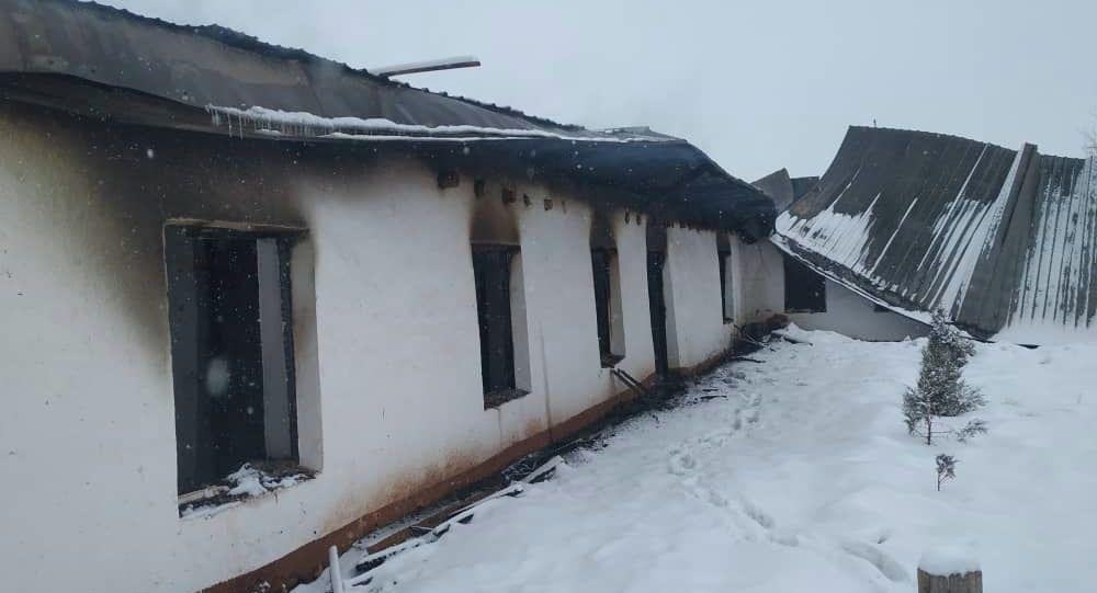 Последствия пожара в здании школы в Кара-Кульджинском районе Ошской области