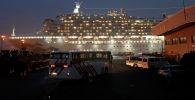 Круизный лайнер Diamond Princess на пирсе в Йокогаме, Япония. 16 февраля 2020 года