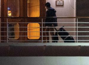 Пассажир круизного лайнера Diamond Princess находящийся в карантине в Иокогаме. Архивное фото