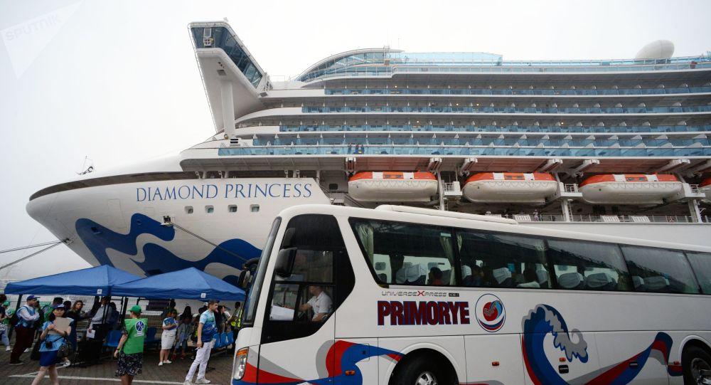 Diamond Princess круиздик лайнери. Архив
