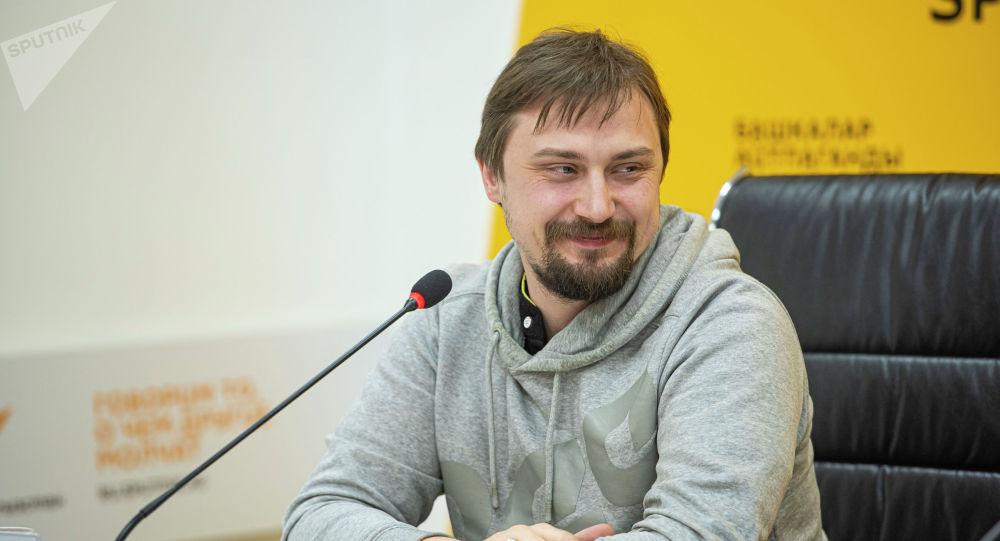 Р-Спорт редакциясынын жетекчиси, журналист, радионун алып баруучусу жана продюсери Александр Калмыков