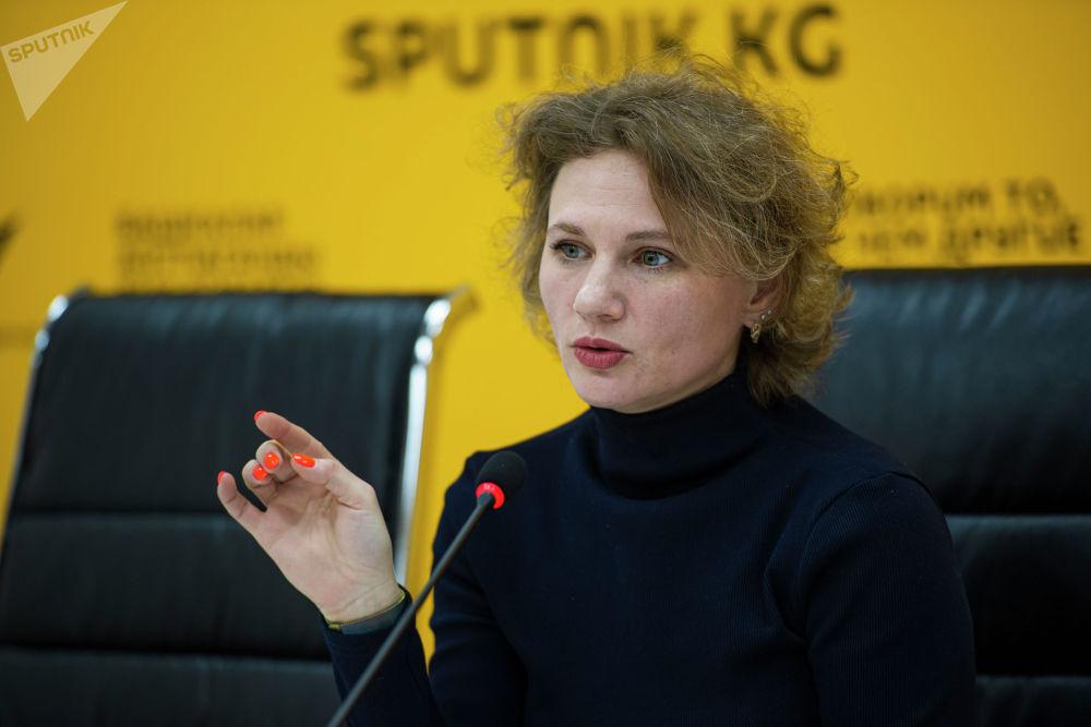 Андреева — выпускница Московского государственного университета имени М. В. Ломоносова. Она работает в сфере журналистики почти 20 лет