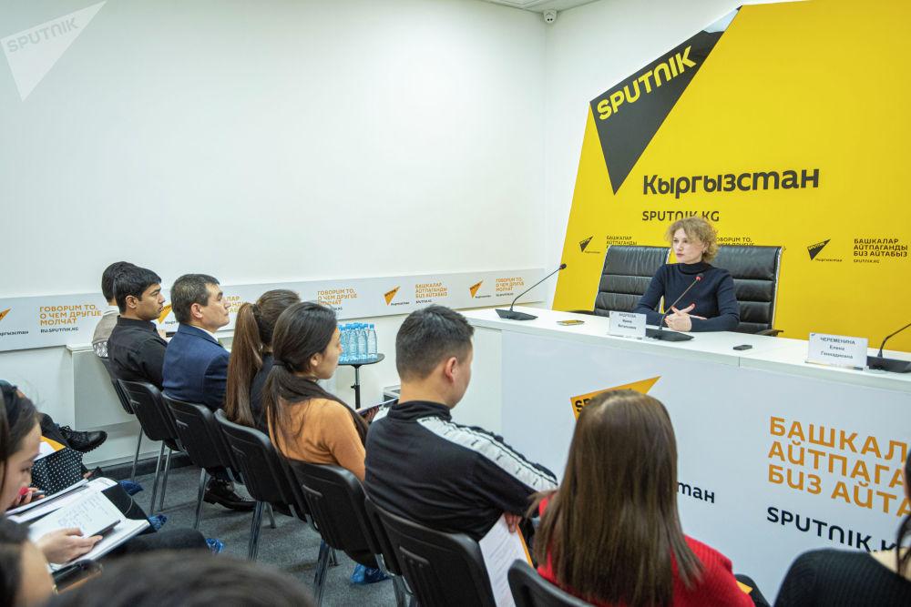 Заместитель руководителя экономического отдела МИА Россия сегодня Ирина Андреева выступила перед будущими коллегами