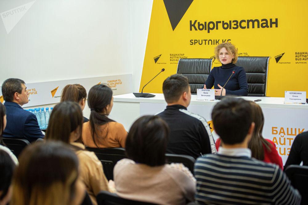 По словам Андреевой, заумные длинные тексты никому не нужны — журналист должен писать просто и понятно