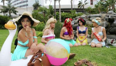 Участники Comic-Con, одетые как любимые персонажи Disney. Архивное фото