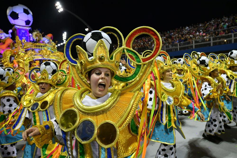Ее представители — 12 школ самбы — ежегодно борются за звание победителя парада