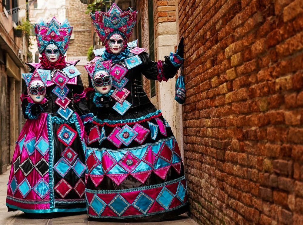 Участники Венецианского карнавала — 2020