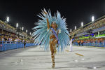 В год Рио-де-Жанейро и Сан-Паулу прошел традиционный бразильский карнавал. Посмотреть на это приезжают более миллиона туристов. В течение трех дней повсюду царит безудержное веселье.