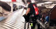 Грузчиков аэропорта Штутгарта (Германия) снабдили экзоскелетами, чтобы облегчить им поднятие тяжестей.