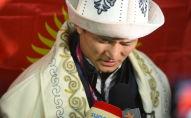 Чемпион Азии по вольной борьбе Улукбек Жолдошбеков в аэропорту Манас после возвращения с чемпионата