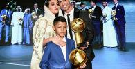 Сын Роналду Криштиану Роналду-младший вместе с отцом и его спутницей Джорджиной Родригес