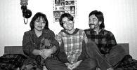 Белгилүү режиссер Геннадий Базаров, байбичеси Райва Тойгонбаева жана кызы Зууранын сүрөтү 1998-жылы Бишкек шаарында тартылган