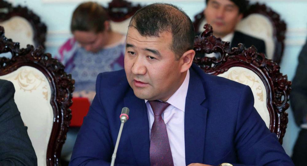 Экономика министринин орун басары  Бекболот Алиев. Архивдик сүрөт