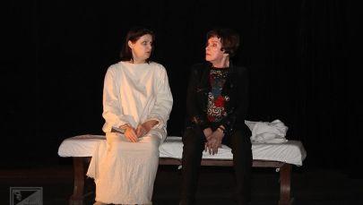 Сцена из спектакля Уйти или остаться в Русском театре драмы им Ч.Айтматова. Архивное фото