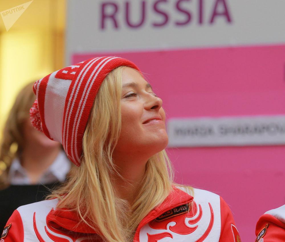 Мария Шарапова на церемонии жеребьевки 1/4 финала Мировой группы Кубка Федерации, 2012 год