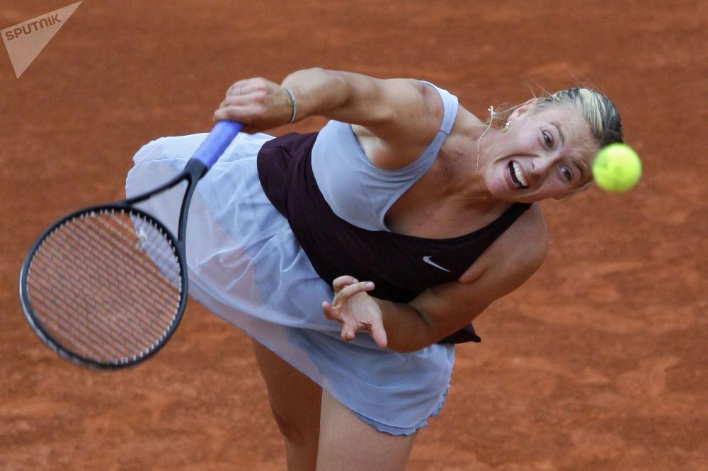 Шарапова в матче против Ксении Первак (Россия) в первом круге Открытого чемпионата Франции по теннису