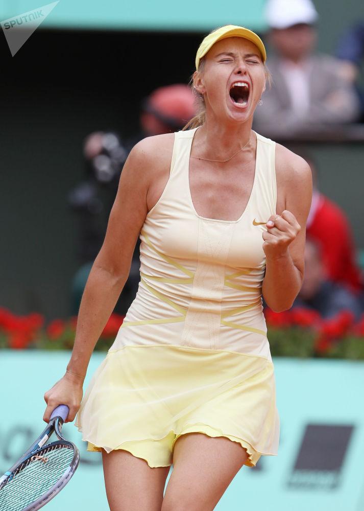 Россиянка Мария Шарапова в матче второго круга Открытого чемпионата Франции по теннису против Каролины Гарсии (Франция)