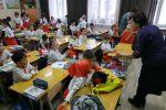 Кыргызстанские школьники на открытом уроке отметили День славянской письменности и попрощались с букварем