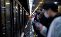 Шандайдын метросундагы жүргүнчүлөр