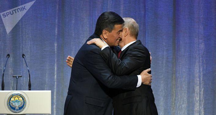 Президент России Владимир Путин и президент Кыргызстана Сооронбай Жээнбеков на церемонии открытия Года России в Кыргызстане и Года Кыргызстана в России. 27 февраля 2020.