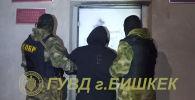 В ГУВД рассказали, что при задержании мужчина угрожал милиционерам, нецензурно бранился и активно сопротивлялся.