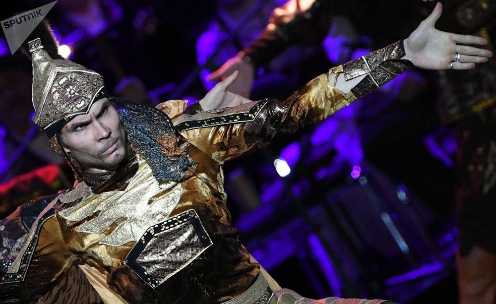 27 февраля 2020. Участник праздничного концерта в честь открытия Года России в Киргизии и Года Киргизии в России.