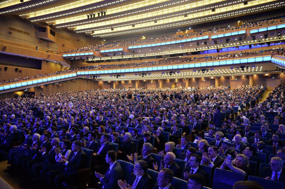 Зрители на церемонии открытия перекрестного года Кыргызстана и России в Государственном Кремлевском дворце Москвы