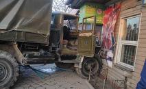 На месте ДТП с военным грузовиком в Бишкеке