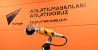 Логотип информационного агентства Sputnik Турция в радиостудии. Архивное фото