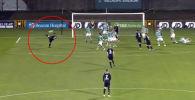 Полузащитник ирландского клуба Дандолк Джордан Флорес отметился невероятным голом в матче против Шемрок Роверс.