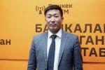 Начальник управления налоговой политики Министерства экономики КР Кубанычбек Ысабеков во время беседы на радио