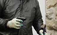 Тапанча кармаган киши. Архивдик сүрөт