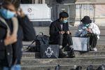 Туристы на одной из улиц Милана. Архивное фото