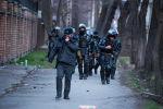 Сотрудник правоохранительных органов закрывает лицо от слезоточивого газа во время силового разгона сторонников Садыра Жапарова в Бишкеке